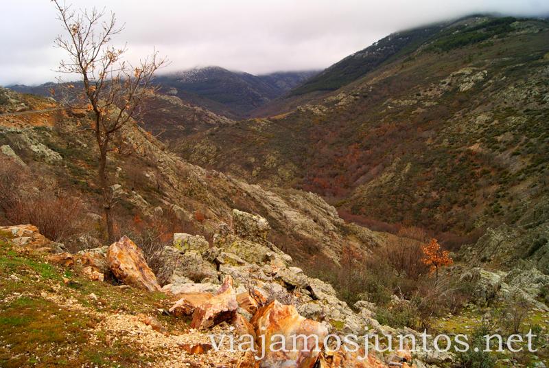 Vistas de la carretera de montaña Pueblos con encanto de la Sierra Norte de Madrid, Puebla de la Sierra, la Hiruela