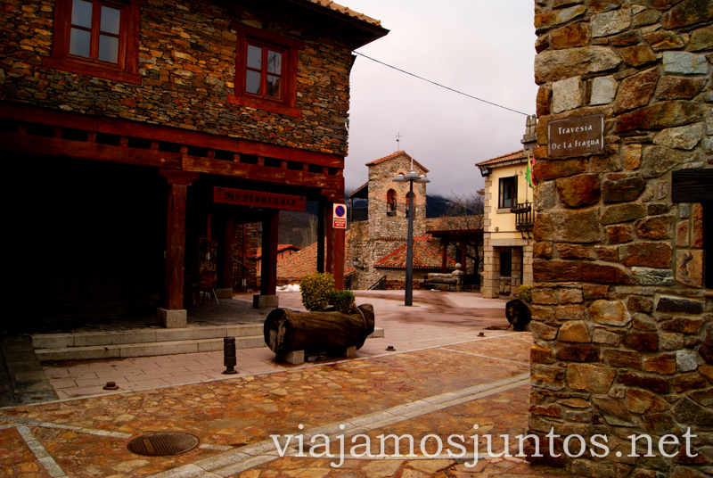Plaza Mayor, La Puebla de la Sierra Pueblos con encanto de la Sierra Norte de Madrid, Puebla de la Sierra, la Hiruela