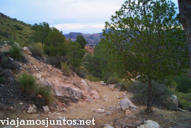 La senda que lleva al despoblado árabe Ruta en coche por el Valle de Ricote, Murcia. Pasado islámico