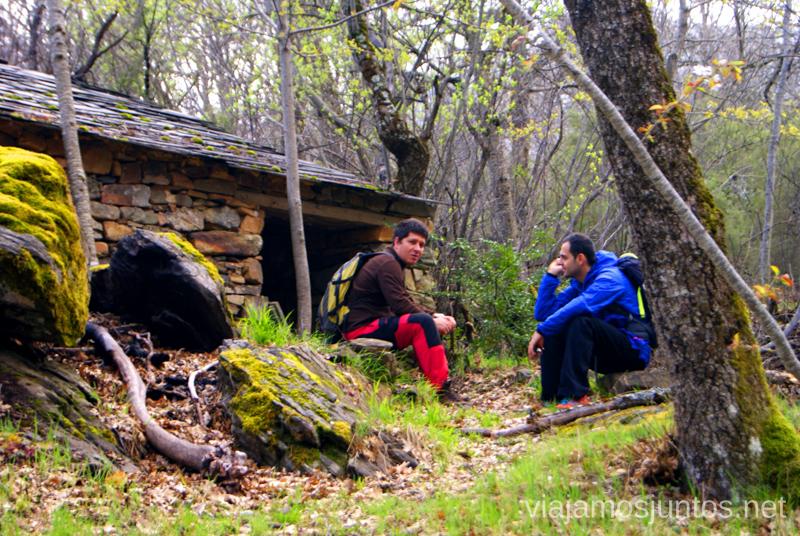 Descanso en la ruta de las abejas. Valverde de los Arroyos Pueblos Negros de Guadalajara