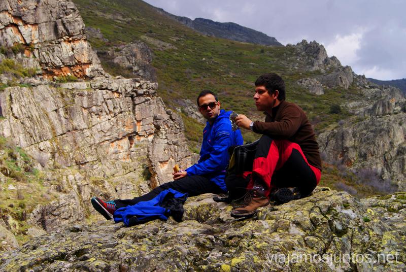 Un descanso en lo alto, lejos del jaleo dominguero Valverde de los Arroyos, chorreras Depeñaguas. Pueblos Negros de Guadalajara