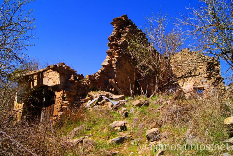 Las ruinas de Otín Ruta circular Rodellar - pueblo abandonado Otín - Rodellar. Vistas del barranco Mascún, Dolmen Losa Mora