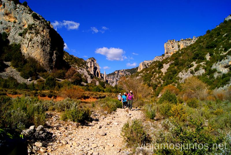 Fin de ruta, adiós Agujas Ruta circular Rodellar - pueblo abandonado Otín - Rodellar. Vistas del barranco Mascún, Dolmen Losa Mora