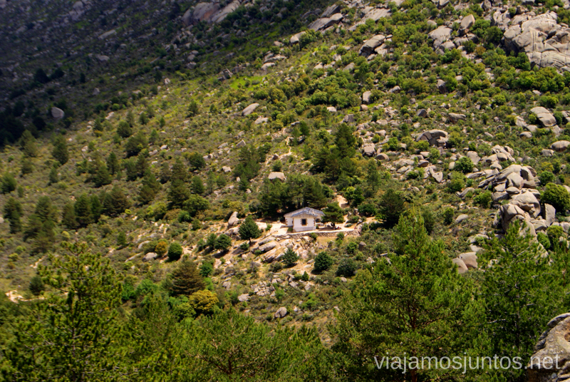 El Refugio desde lejos Ruta circular por La Pedriza, Parque Regional de la Cuenca Alta del Manzanares, Madrid