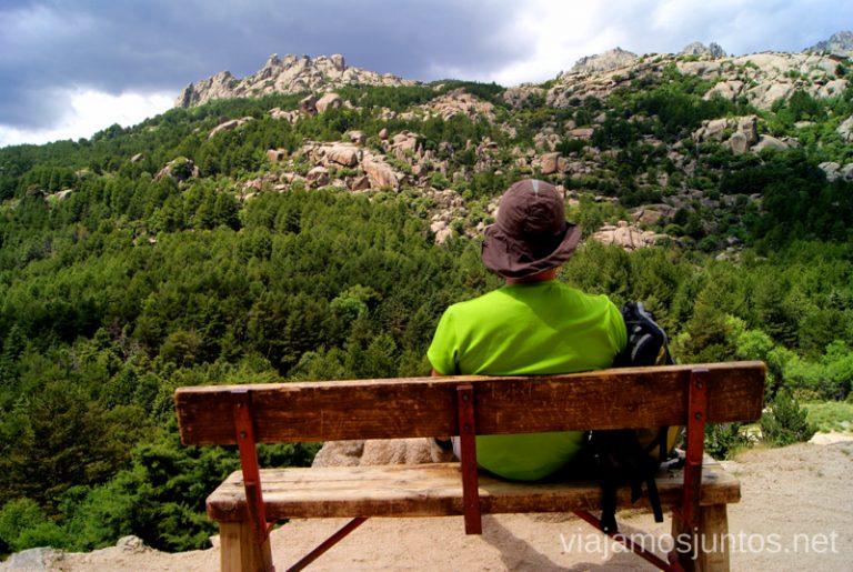 Denys disfrutando de las vistas desde el refugio Ruta circular por La Pedriza, Parque Regional de la Cuenca Alta del Manzanares, Madrid