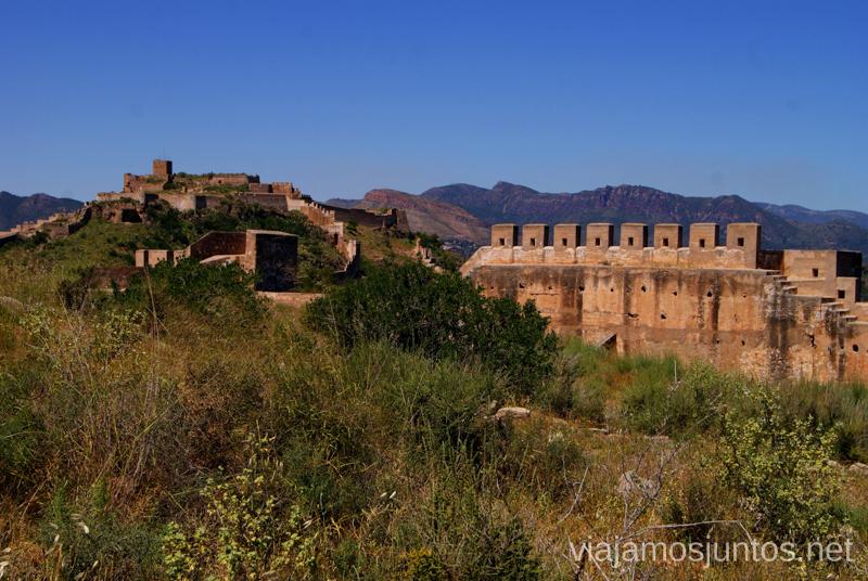El Castillo de Sagunto ocupando todo el horizonte Que ver y que hacer en Sagunto, Valencia.