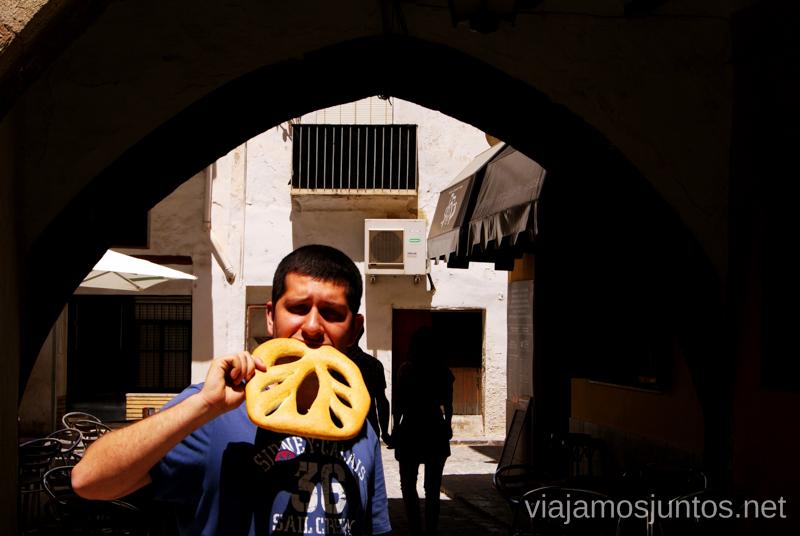 Nuestra elección de pan romano: una hoja de ajo y aceite Que ver y que hacer en Sagunto, Valencia.