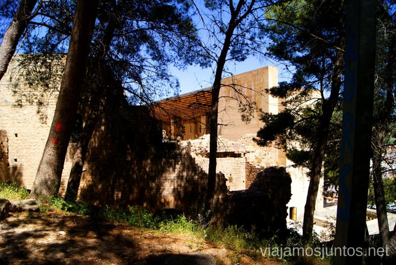 El Teatro Romano desde la pista del Castillo Que ver y que hacer en Sagunto, Valencia.