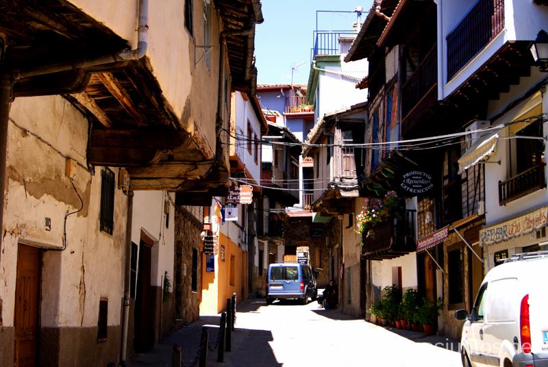 Callejeando por Garganta la Olla Ruta de mediodía al Monasterio de Yuste y pueblo-conjunto artístico Garganta la Olla, Extremadura
