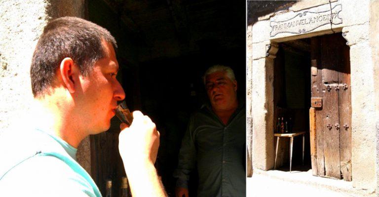 Denys probando el invento... Ruta de mediodía al Monasterio de Yuste y pueblo-conjunto artístico Garganta la Olla, Extremadura