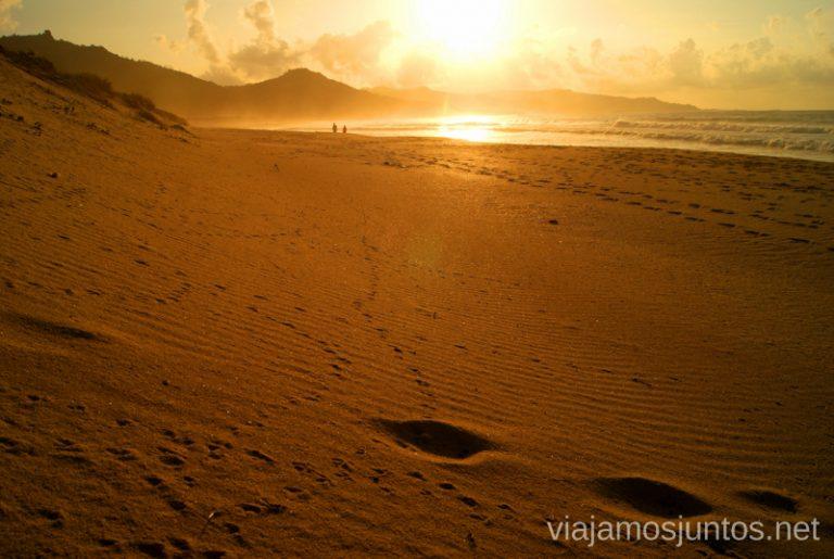 Playa de la Traba al atardecer Mejores playas de la Costa da Morta, Galicia