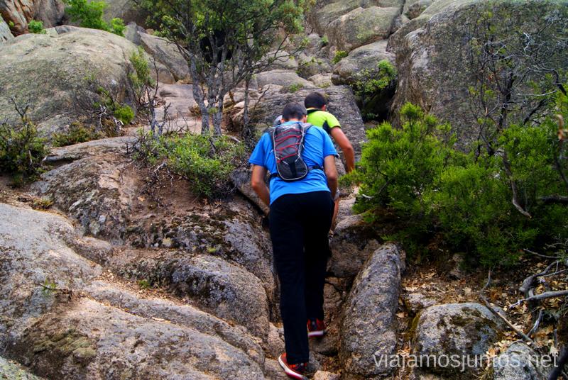 Escogiendo el camino entre piedra y piedra El Laberinto, ruta circular en la Pedriza, Madrid Senderismo y Rutas