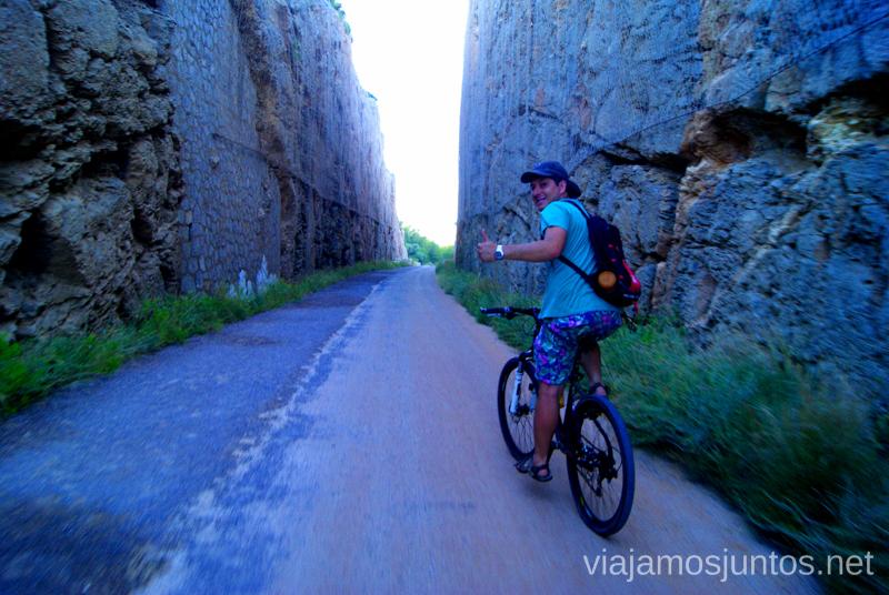 Atrapados entre los paredones Dos rutas en bicicleta en los alrededores de Oropesa del Mar, que hacer en Castellón, Valencia