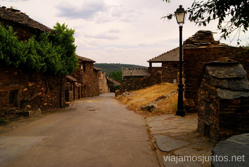La Calle Central de Roblelacasa La historia de uno de los pueblos negros, Roblelacasa. Guadalajara
