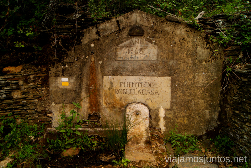 La fuente de Roblelacasa La historia de uno de los pueblos negros, Roblelacasa. Guadalajara