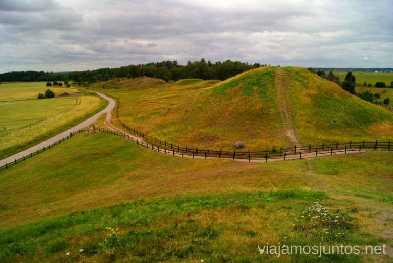 Las tres tumbas Gamla Uppsala, Uppland, Suecia.