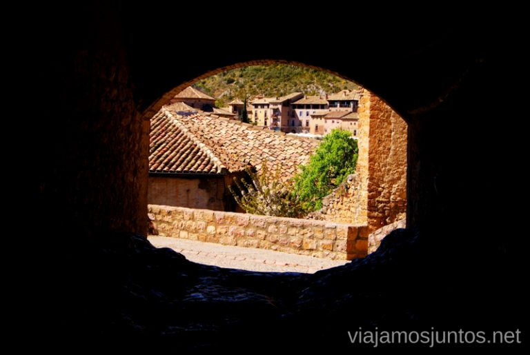 El pasadizo natural Que ver y que hacer en Alquezar, Huesca, Aragón.