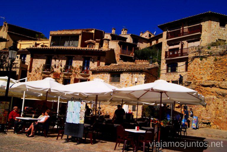 La plaza de la info turística Que ver y que hacer en Alquezar, Huesca, Aragón.