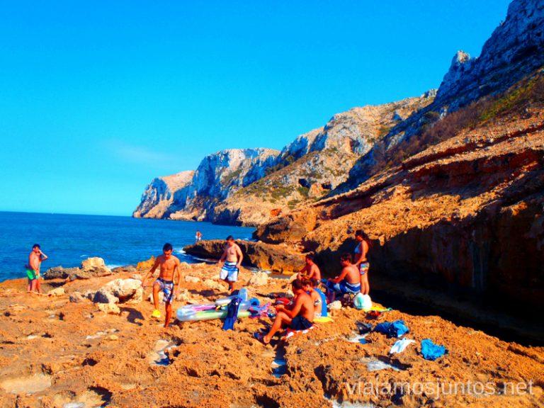 Relax en la isla Ruta desde Les Rotes hasta laa Cueva Tallada a pie. Denia. Valencia
