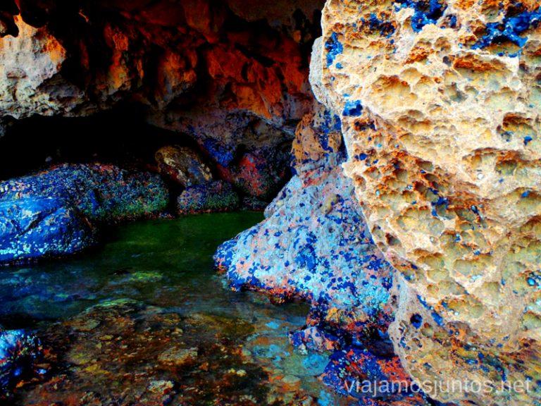 Colores de la cueva Ruta desde Les Rotes hasta laa Cueva Tallada a pie. Denia. Valencia