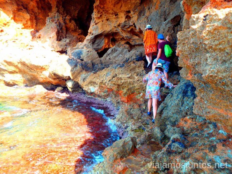 Al borde Ruta desde Les Rotes hasta laa Cueva Tallada a pie. Denia. Valencia