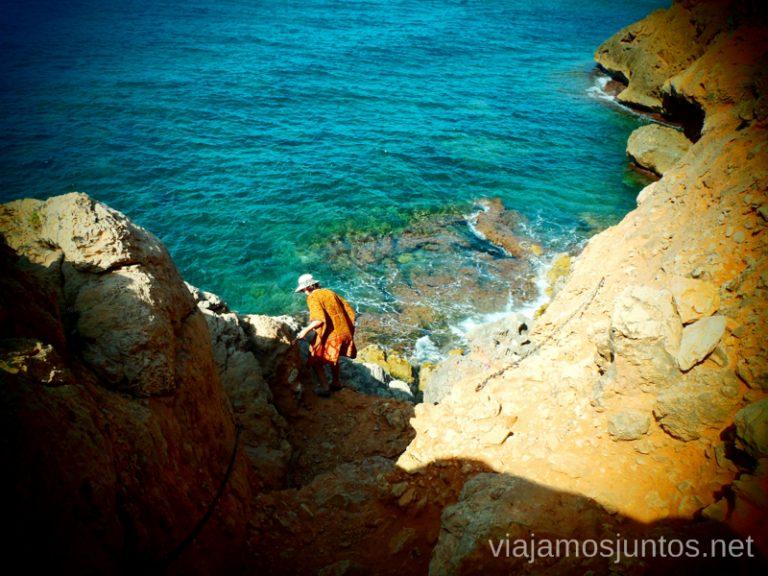 Descendiendo... Ruta desde Les Rotes hasta laa Cueva Tallada a pie. Denia. Valencia