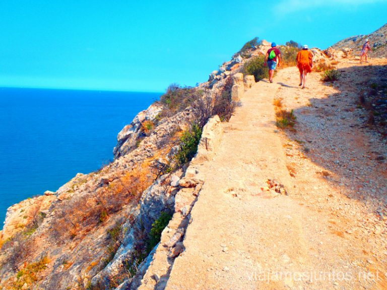 La ruta peligrosa... Ruta desde Les Rotes hasta laa Cueva Tallada a pie. Denia. Valencia