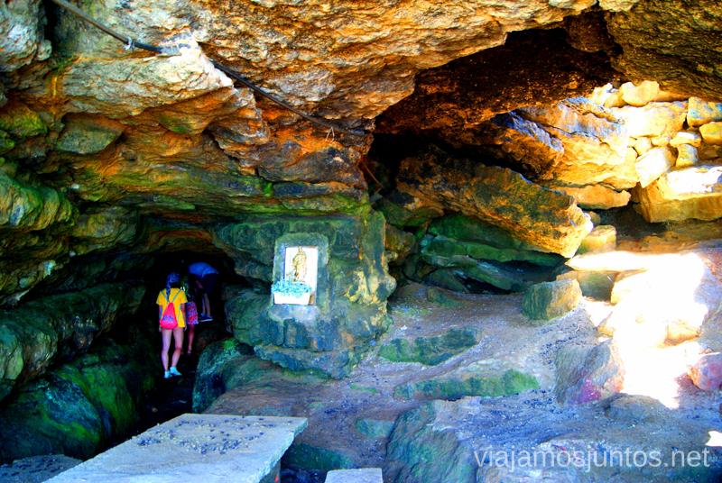 Interior de la cueva Ruta de la Cueva Cucabrera, caminando por Cantabria.