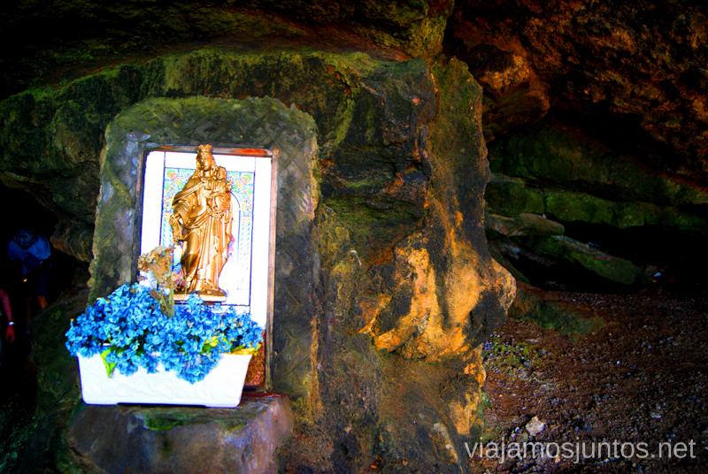 Icono en la cueva Ruta de la Cueva Cucabrera, caminando por Cantabria.