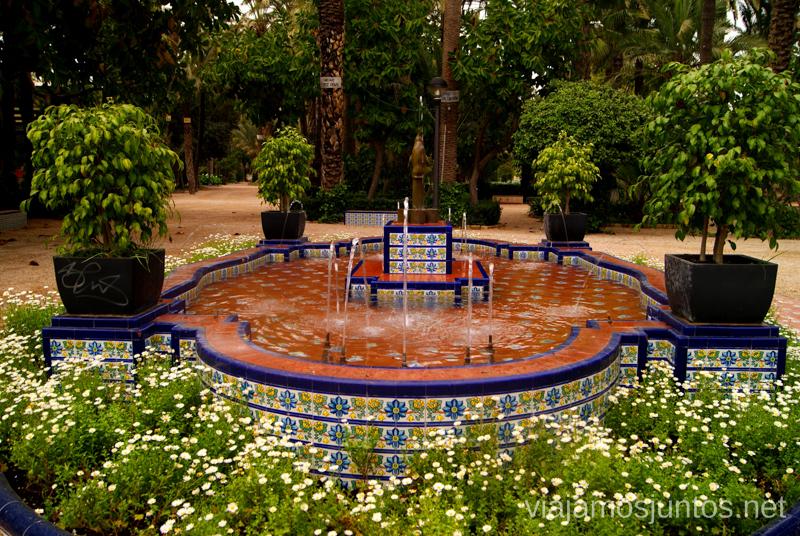 Una de muchas fuentes en el Parque Municipal Que ver y que hacer en Elche, Alicante, Valencia. Datos prácticos.