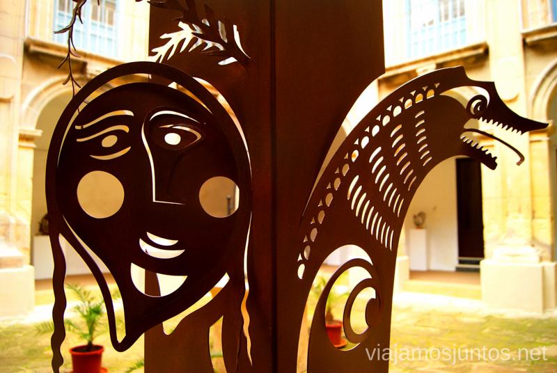 Las esculturas de buen rollo Que ver y que hacer en Elche, Alicante, Valencia. Datos prácticos.