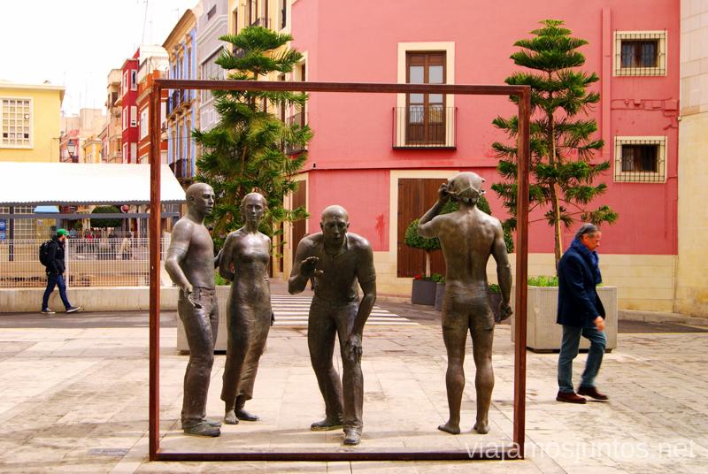 La escultura que invita a incorporarse Que ver y que hacer en Elche, Alicante, Valencia. Datos prácticos.