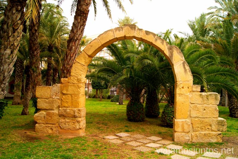 Un arco en el Parque Municipal de Elche La casita de las palomas Que ver y que hacer en Elche, Alicante, Valencia. Datos prácticos.