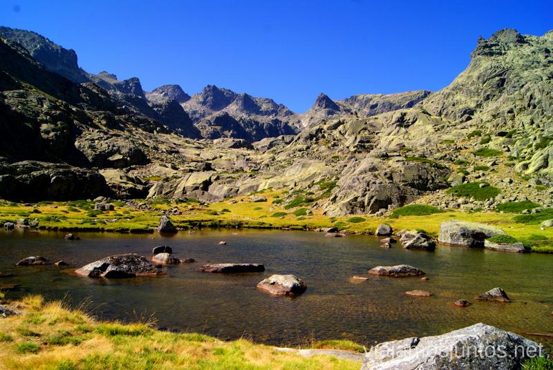 Los picos rocosos los dejamos atrás... Trekking de 3 días por Gredos, Castilla y León, historias y anécdotas de la ruta