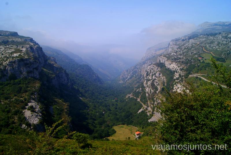 Desde el Mirador de los Collados del Asón, con sol Ruta circular en coche alrededor del Valle de Soba, Cantabria