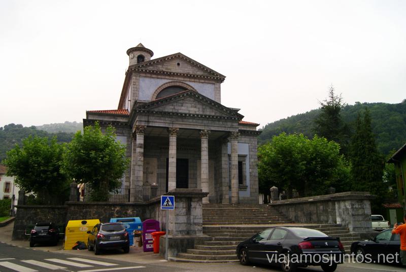 La iglesia de Arredondo Ruta circular en coche alrededor del Valle de Soba, Cantabria