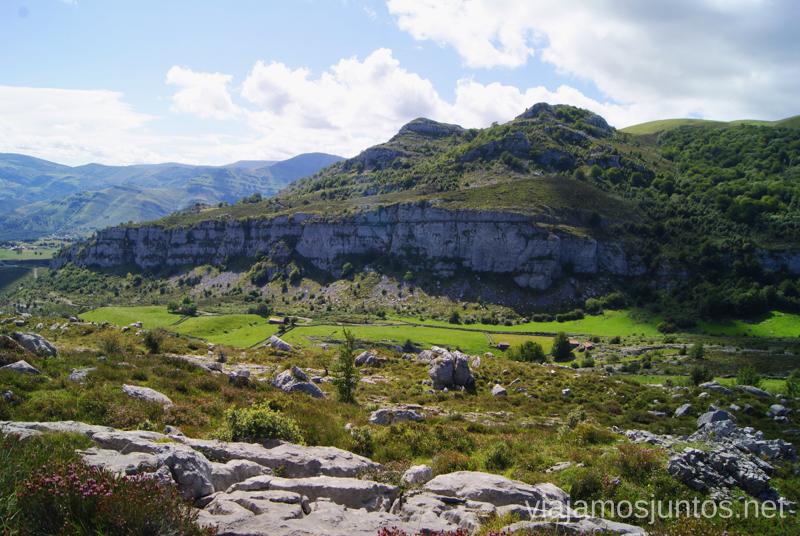 Paisaje kárstico Ruta circular Vuelta a Colina, Parque Natural de los Collados del Asón, Cantabria