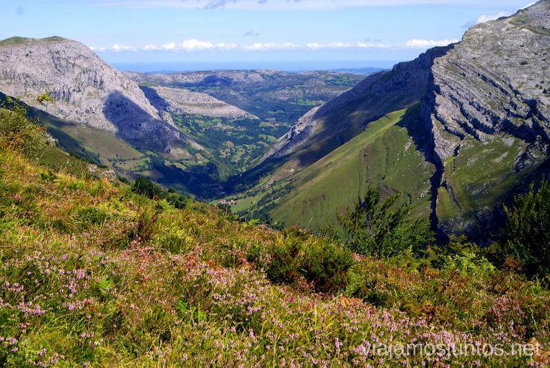Empiezan a abrirse las vistas Ruta circular Vuelta a Colina, Parque Natural de los Collados del Asón, Cantabria