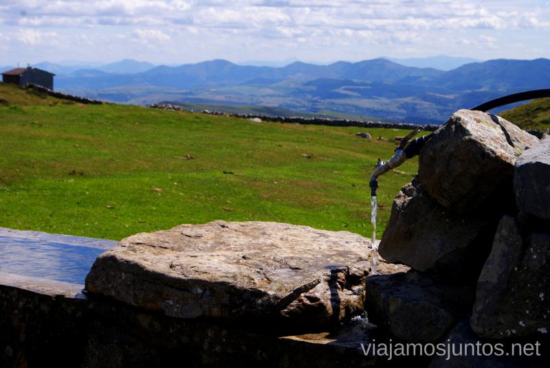 Agua, aunque dudo su potabilidad Ruta circular Vuelta a Colina, Parque Natural de los Collados del Asón, Cantabria