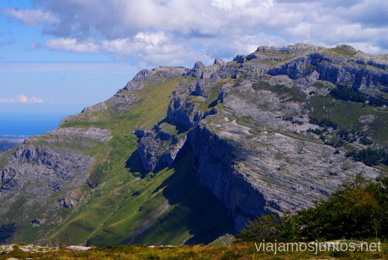 Paisaje intenso Ruta circular Vuelta a Colina, Parque Natural de los Collados del Asón, Cantabria