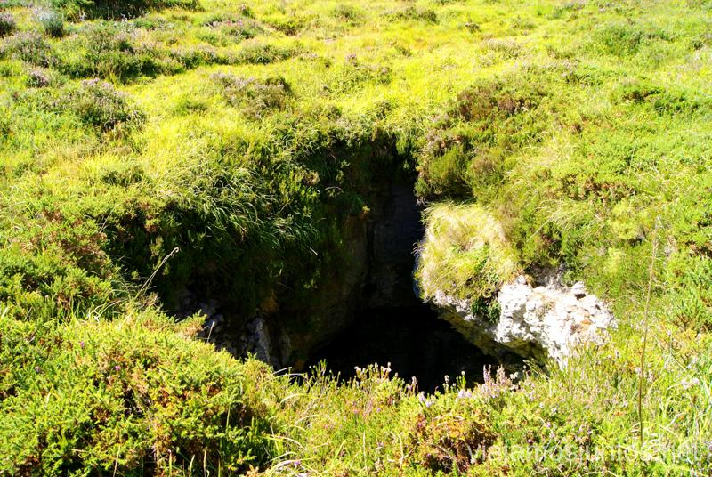 Dolinas, o agujeros profundos traicioneros Ruta circular Vuelta a Colina, Parque Natural de los Collados del Asón, Cantabria