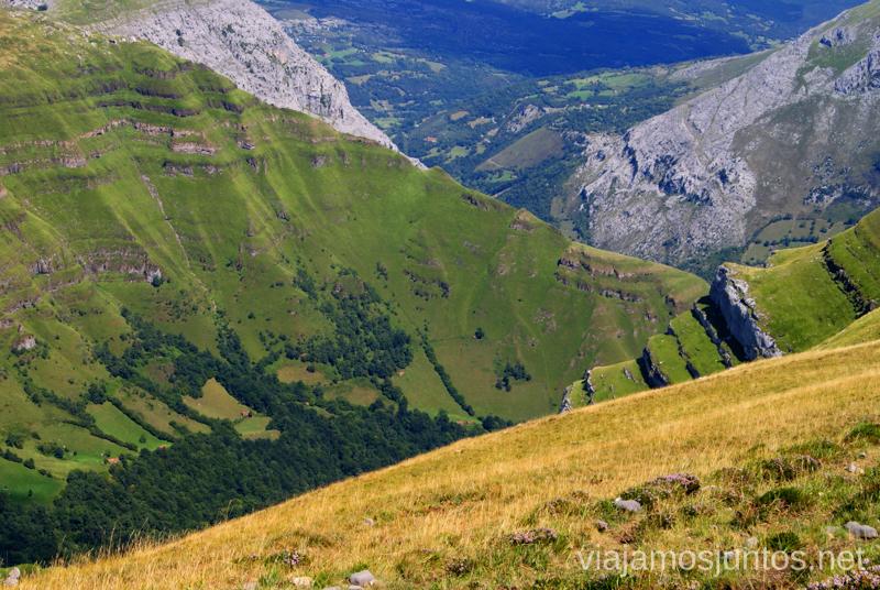 Los pliegues de seda verde Ruta circular Vuelta a Colina, Parque Natural de los Collados del Asón, Cantabria