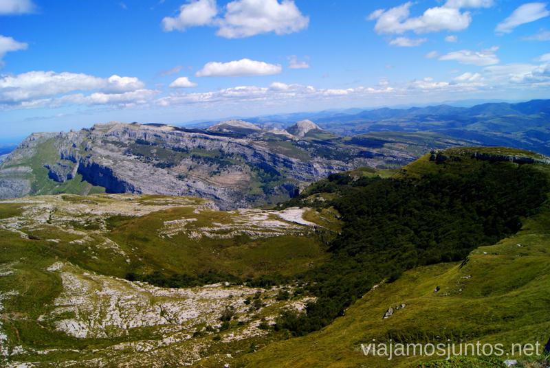 Vistas a la montaña cántabra Ruta circular Vuelta a Colina, Parque Natural de los Collados del Asón, Cantabria