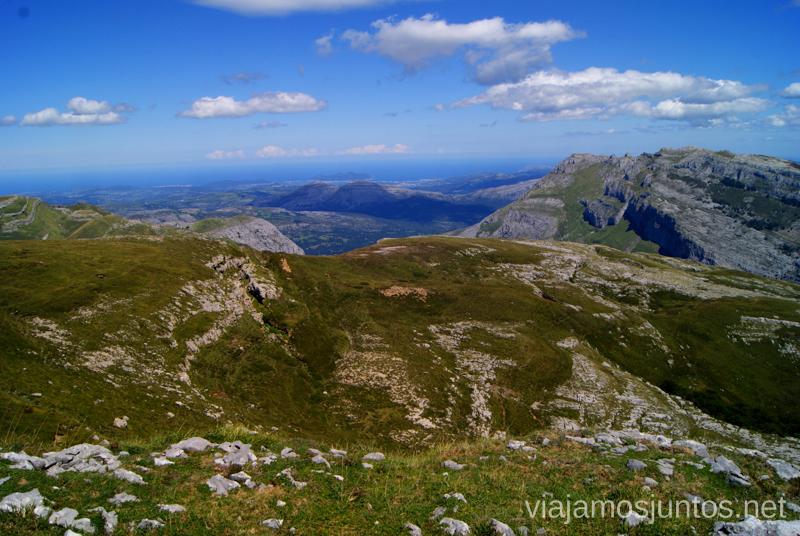 Desde la cumbre Ruta circular Vuelta a Colina, Parque Natural de los Collados del Asón, Cantabria