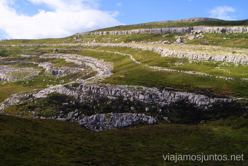 Las formaciones kársticas Ruta circular Vuelta a Colina, Parque Natural de los Collados del Asón, Cantabria