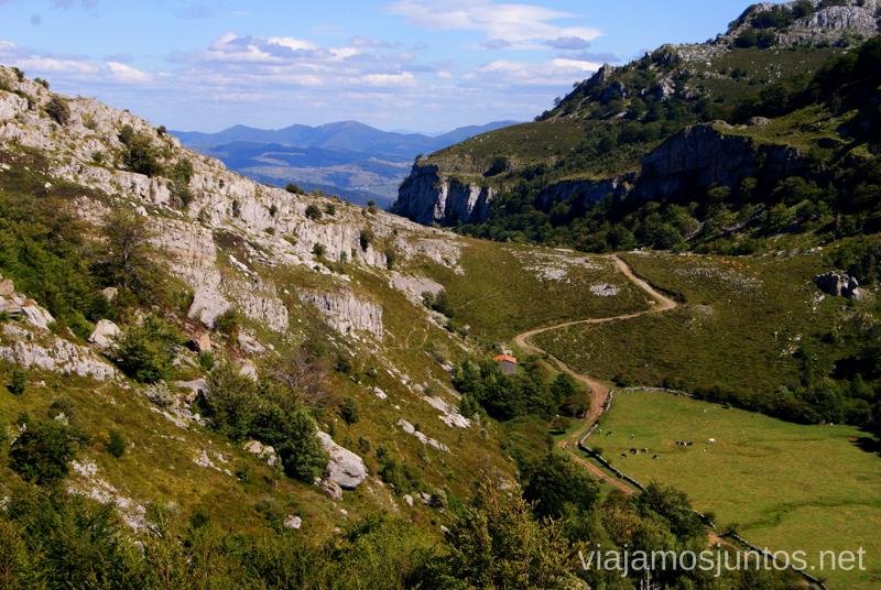 El valle glaciar Ruta circular Vuelta a Colina, Parque Natural de los Collados del Asón, Cantabria
