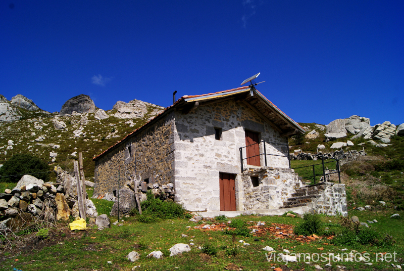 Cabañas Ruta circular Vuelta a Colina, Parque Natural de los Collados del Asón, Cantabria