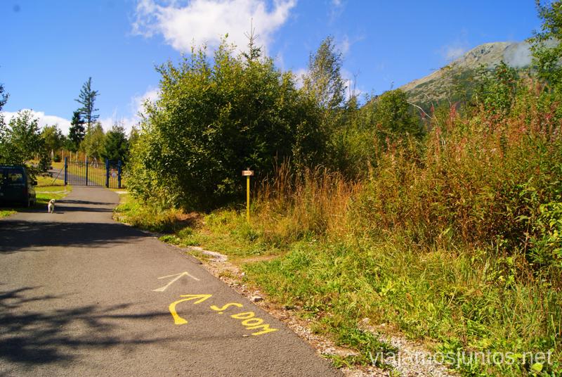 La ruta marcada Preparación del trekking de dos días por Altos Tatras, Eslovaquia. High Tatras, Slovakia