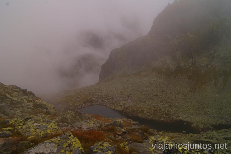 Sivé plesá (Lagos Grises) entre niebla Trekking en los Altos Tatras, Eslovaquia High Tatras, Slovaquia #EslovaquiaJuntos Parte III Diario