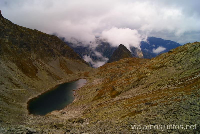 Zamrznuté pleso (Lago de los ojos entrecerrados) Trekking en los Altos Tatras, Eslovaquia High Tatras, Slovaquia #EslovaquiaJuntos Parte III Diario